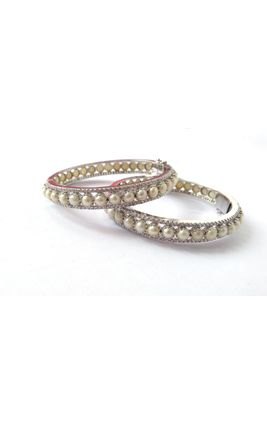 CZ WITH FRESH WATER BUTTON PEARL BANGLE