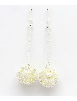 Eternz reve collection silver plated dangler with a white bead drop for women